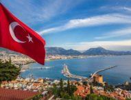 Гигантски ръце плуват в залива край Истанбул