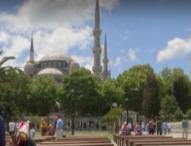 Скок на новите случаи на COVID-19 в Турция, обмислят ново затягане на мерките
