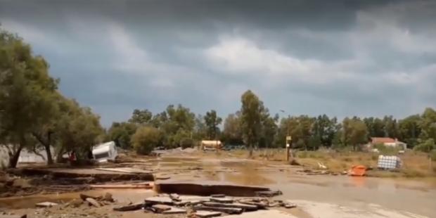 Трима души, сред които и бебе загинаха след бури на гръцкия остров Евбея