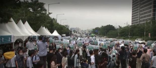 Стажант-лекари на протест в Сеул – не искат увеличаване на броя на студентите по медицина