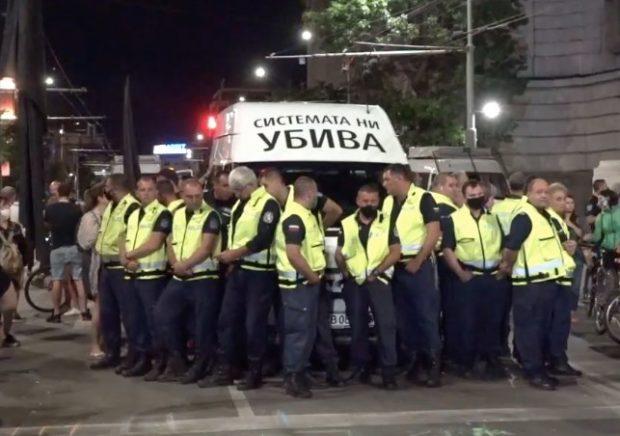 Напрежение на протеста, кръстовището на Софийския университет също е блокирано от протестиращи