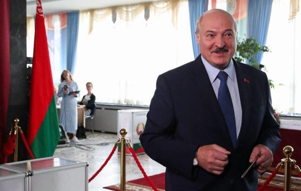 Лукашенко печели президентските избори в Беларус с 82%, опозицията протестира