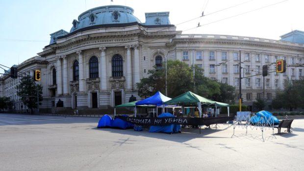 Протестиращите отново блокираха кръстовището при Ректората на Софийския университет