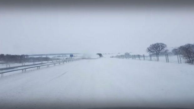 """Затвориха временно АМ """"Тракия"""" заради снегонавявания"""