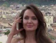 Анджелина Джоли продава картина на Чърчил, която може да достигне 3.5 млн. долара