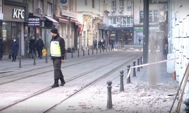 """Мазилка падна от сграда на ул. """"Граф Игнатиев"""""""