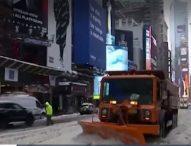 Снежни бури сковаха Европа и САЩ
