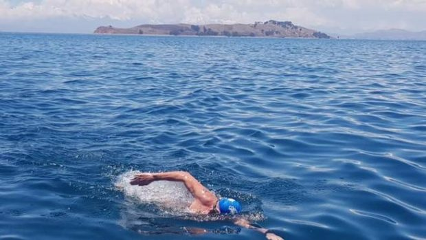 Италианец постави нов рекорд за преплуване на езерото Титикака