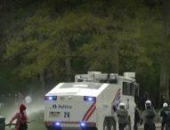 С водни оръдия и сълзотворен газ разпръснаха няколко хиляди души от парти в брюкселски парк