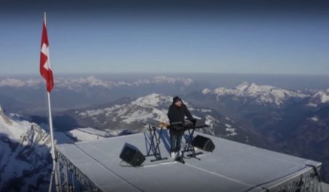 Диджей изнесе концерт на 3000 м надморска височина в Алпите