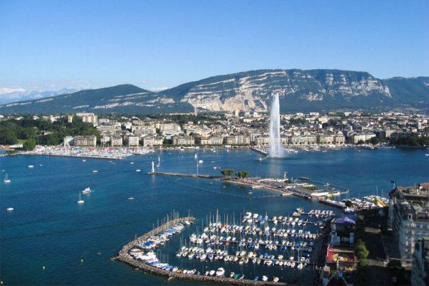 Стотици лодки участваха в транграничен арт проект в Женевското езеро