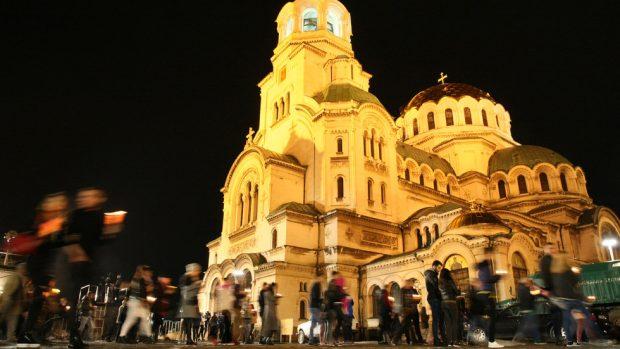 Православните християни посрещнаха Възкресение Христово