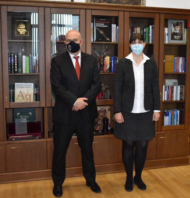 Иван Гешев и Лаура Кьовеши се срешнаха в Съдебната палата в София