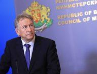 Здравният министър призова към спазване на мерките и обеща компенсации на засегнатите