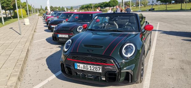 Авто Фест: Новите модели на MINI и Фестивалът на скоростта в Гудууд
