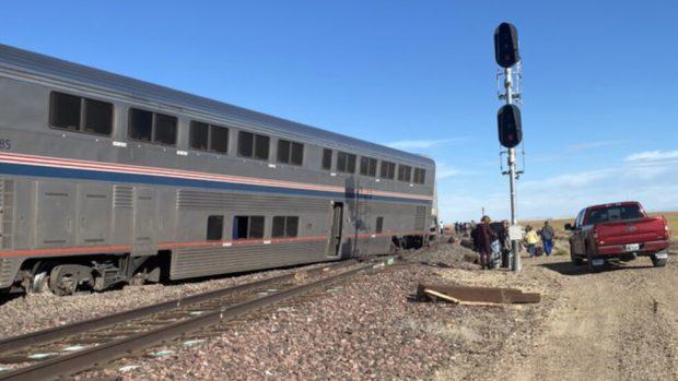 Трима души загинаха, а 50 са ранени след дерайлиране на влак в САЩ