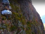 Необикновен хотел на скалите привлича все повече любители на адреналина в Перу