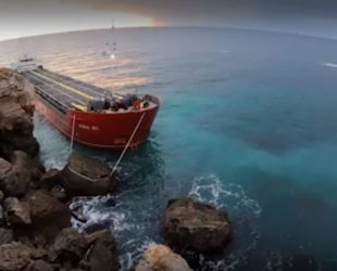 Замърсяване и миризма на нефтопродукти са установени в района на заседналия кораб