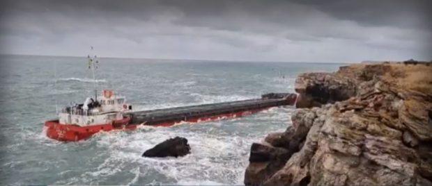 """Водолаз: Корабът """"Вера Су"""" е стабилен е, няма опасност от разливи"""